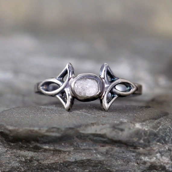 Mariage - Celtic Knot Design Raw Diamond Ring  - Rustic Engagement Ring – April  Birthstone – Uncut Rough Diamond – Conflict Free Gemstone