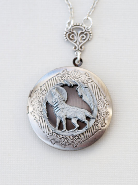 Свадьба - Locket,Wolf Locket,Moonlight ,jewelry gift,Silver locket-I love you to the moon and back ,Valentine's Gift,Bridesmaid,Wedding Necklace