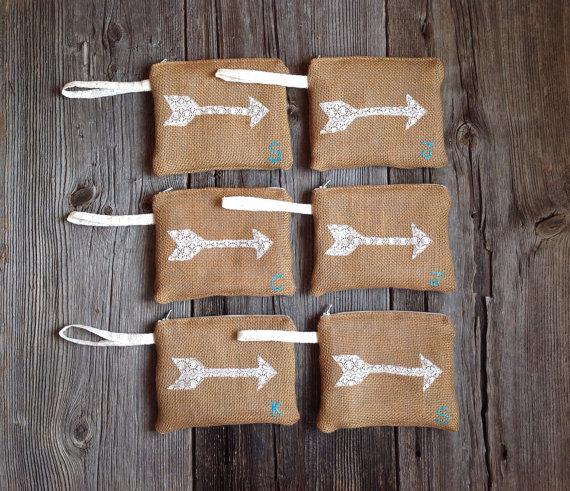 Свадьба - 6 Burlap and Lace Wristlets, Personalized Wristlet, Bridesmaid Wristlet, Personalized Clutch, Bridesmaid Gift, Rustic Wedding, Custom