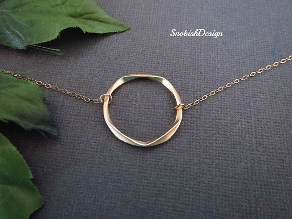 Свадьба - Gold Circle Necklace, Dainty Gold Necklace, Friendship Jewelry, Mothers Necklace, Sisters Jewelry, simple Eternity necklace, BFF gift