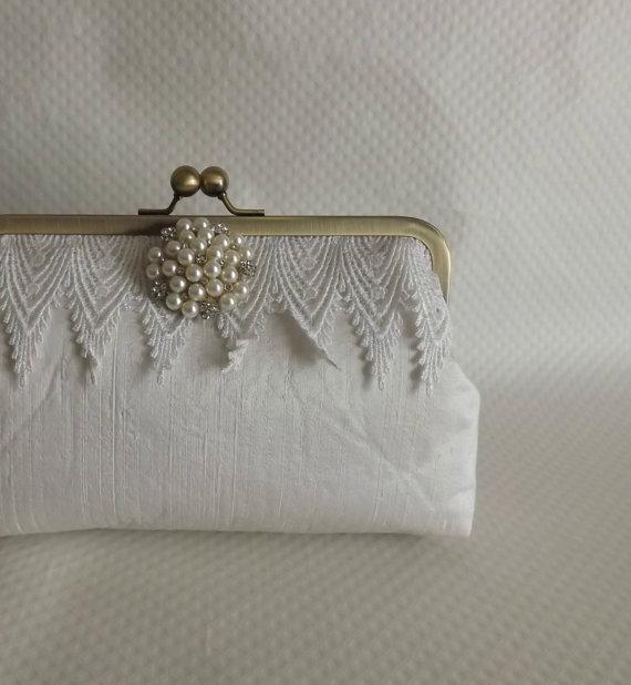 زفاف - Ivory Bridal Clutch with Pearl Brooch - Ivory Wedding Clutch -Wedding Purse -  Bridesmaids Clutch - Ella