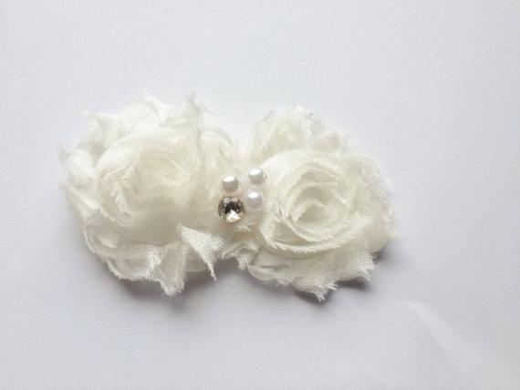 Свадьба - DOG WEDDING FLOWER for Collar - Creamy white pet flower, dog bow, fancy pet fashion, photo prop, slip on collar, perfect for Wedding