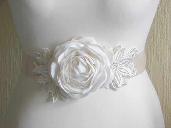 Свадьба - Ivory lace sash Wedding sash Ivory lace sash Ivory dress Wedding ivory sash Wedding peonies Lace sash Ivory peony sash Ivory wedding dress