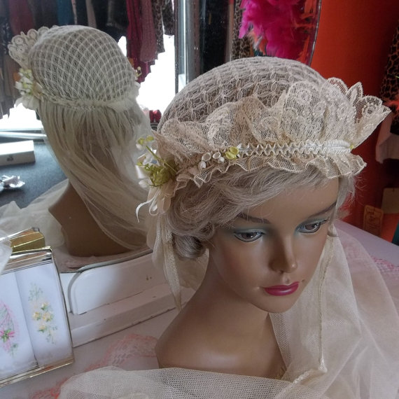 Mariage - 1920s English Net Bridal or First  Communion Veil