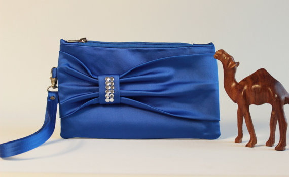 Mariage - PROMOTIONAL SALE -Bow wristelt clutch,bridesmaid gift ,wedding gift ,make up bag,cosmetic bag,camera bag,zipper pouch, in royal blue