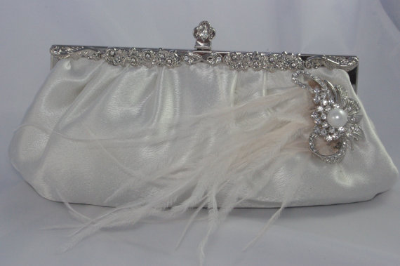 Свадьба - Bridal Clutch With Ostrich Feathers, Ivory Pearls and Crystals - Wedding Handbag Feather Bridal Clutch Bride Purse Ivory Bridal Accessories