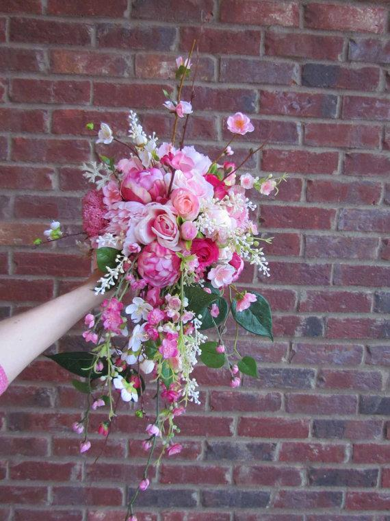 Mariage - Pink Spring Garden Bouquet with Peonies, Roses, and Cherry Blossoms