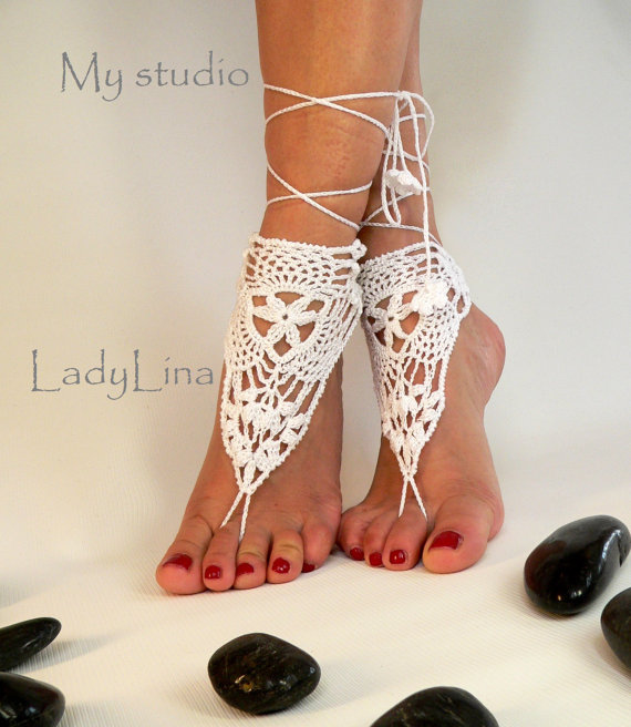 Свадьба - Crochet Barefoot Sandals, Victorian Lace, Foot jewelry, Wedding, Crochet Sandles, Sexy, Yoga, Anklet, Pure White