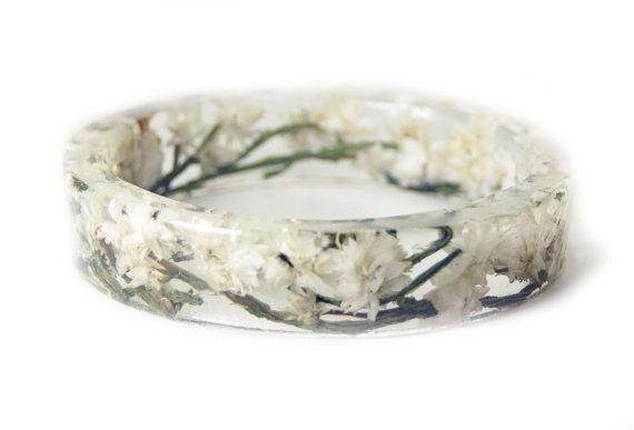 Свадьба - Real Flower Jewelry- Flower Jewelry- Jewelry with Real Flowers-White Flowers- Green Bracelet-Resin Jewelry-White Bracelet