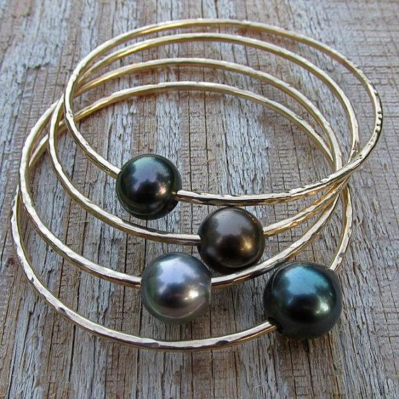 Свадьба - Tahitian Pearl Bangle, Gold Hammered Bracelet, Hawaii Beach Jewelry, Thick 12 Gauge, Genuine Black Pearls, Wedding, Mothers Day Gift Idea