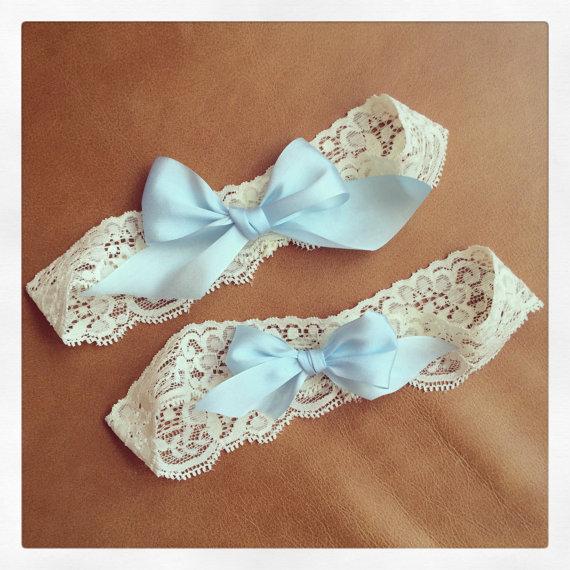 Свадьба - Ivory Lace Garter + Robin Egg blue bows - Something Blue - Garter SET - Lingerie Shower - Bridal Shower - Gift - BEST SELLER