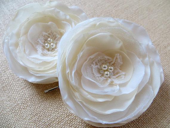 Hochzeit - Ivory, cream wedding bridal flower hair clips (set of 2), bridal hair accessory, bridal hair piece, wedding hair accessories, bridal pins
