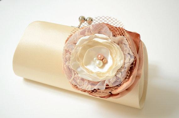 Hochzeit - Bridal Clutch in Champagne Cream Vanilla ~ Bridesmaid Clutch ~ Bouquet Clutch ~ Lace Ivory & Gold Flower Blossom ~ Wedding Clutch