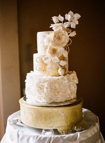 Cake outdoor weddings 2262319 weddbook for Outdoor wedding cake ideas