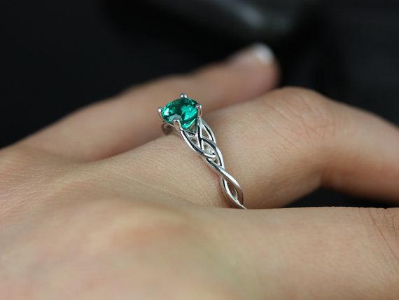 زفاف - Cassidy 6mm 14kt White Gold Round Emerald Celtic Knot Engagement Ring (Other Metals and Stone Options Available)