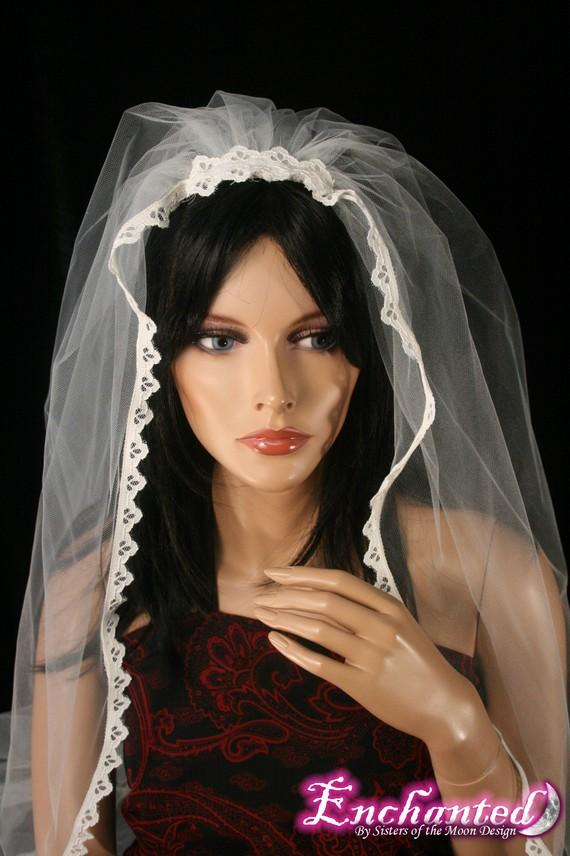 زفاف - Ivory Veil with lace trim wedding veil waltz length-- Ready to Ship -- SistersEnchanted