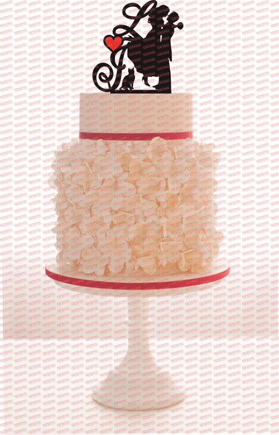 Mariage - Custom Wedding Cake Topper Personalized Silhouette With Your Wedding Date, a Heart with your color choice and a FREE base for display