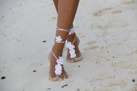 Hochzeit - White summer flowers beach wedding barefoot sandals, bangle, wedding anklet,nude shoes