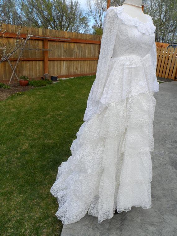 Vintage 1950\'s Chantilly Lace Wedding Dress * White Lace Bodice ...