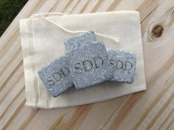 Свадьба - One Set of 3 - Engraved Whiskey Stones - Groomsmen Gift - Whiskey Rocks - Father's Day Gift
