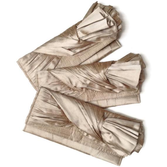 زفاف - Champagne Bridesmaid Clutches // The KNOT envelope style taupe silk wedding party clutch