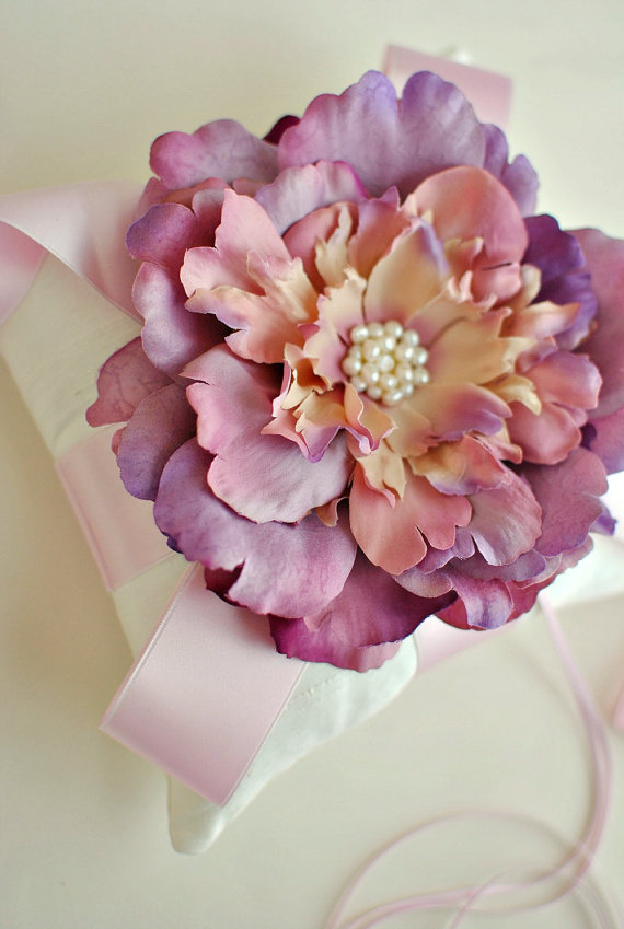 Mariage - Lavender and ivory Ring Bearer Pillow