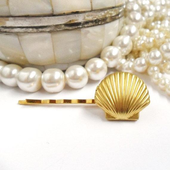 Mariage - Mermaid Locket Bridal Hair Pin, Beach Wedding, Bridesmaids Hair,  Golden Seashell Clip,  Mermaid Wedding Jewellery, Little Sea Shell Gold