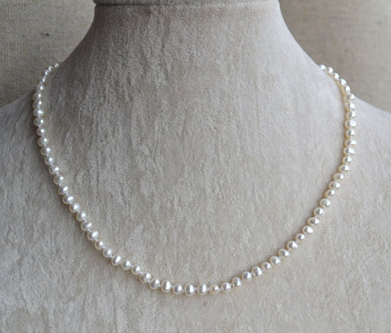 Mariage - White pearl necklace or bracelet,Small pearl necklaces,16 or 18 inches 4-5mm freshwater pearl necklace,Wedding Jewelry