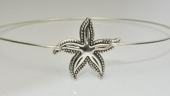 Mariage - Starfish Bangle Bracelet,Starfish Bracelet,Beach Jewelry,Sea Jewelry,Beach Wedding,Bridesmaid Gift,Starfish Jewelry