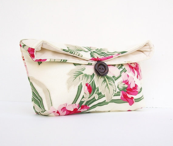 Свадьба - Floral Pink Green and Ivory Clutch Purse, Bridesmaid Gift, Bridal Clutch, Wedding Accessory, Makeup Bag, Under 25