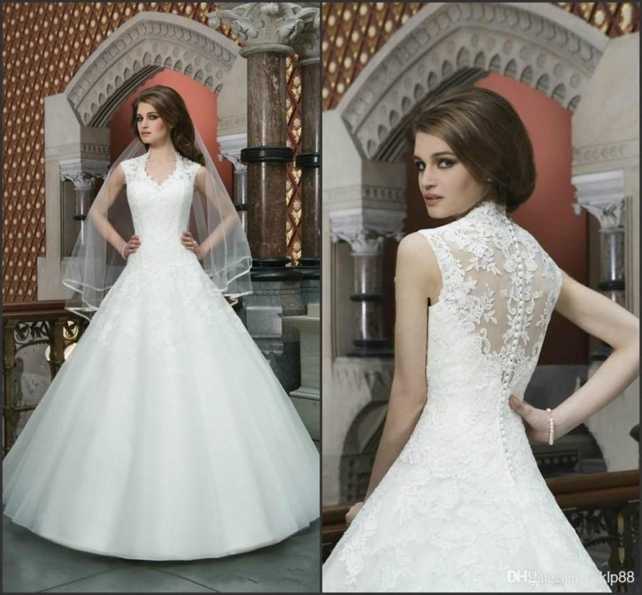 Mariage - 2014 New Design Organza Lace Applique A-line Wedding Dresses Beads V-neck Sleeveless Sweep Length Zipper Spring Sexy Cheap Bridal Ball Gown Online with $110.47/Piece on Hjklp88's Store