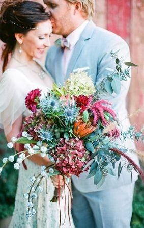 Hochzeit - 10 Flowy, Flowery Wedding Ideas For Free-Spirited Brides! (Warning: They Might Make You Want To Get Married Barefoot!)