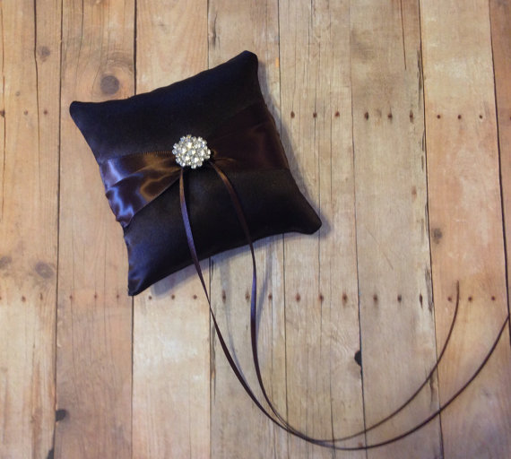 Свадьба - Dark Brown Dog Ring Bearer Wedding Pillow