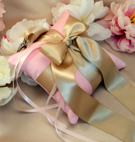 زفاف - Pet Ring Bearer Pillow...Made in your custom wedding colors...show in light pink/champagne