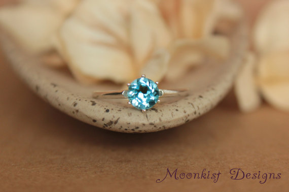 زفاف - Blue Topaz Vintage-style Tiffany Solitaire in Sterling Silver - Engagement Ring, Promise Ring, or Birthstone Ring