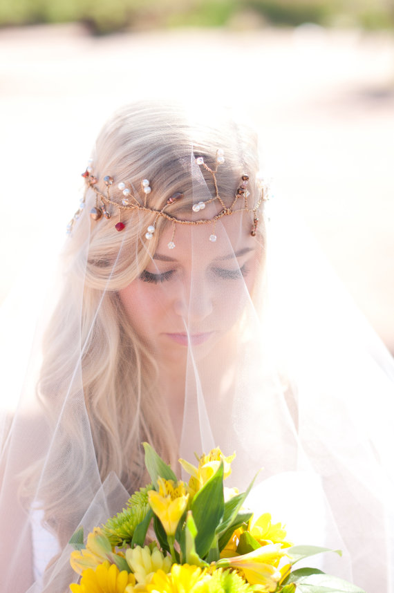 Mariage - Drop veil with bridal wire halo bridal hair vine gold bridal halo with fresh water pearls, crystals, seed beads wedding hair vine drop veil