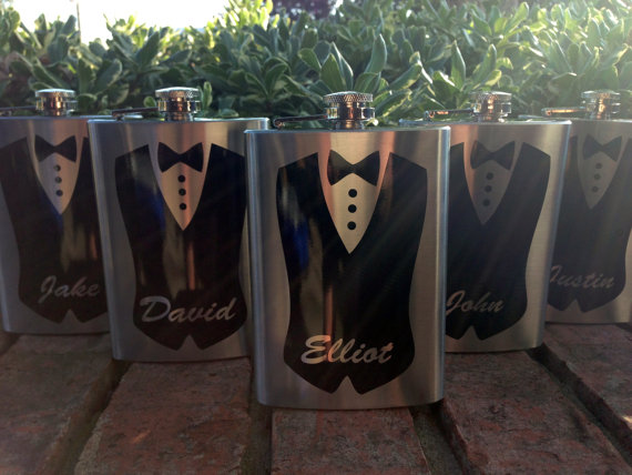 Свадьба - Bridal Party Personalized Flask - Groomsmen Gift, Bridesmaid Gift