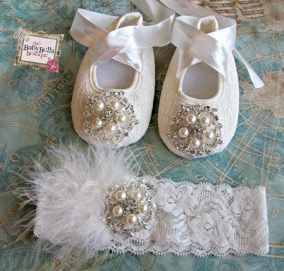 Mariage - Baby Girl   Lace  Crib Shoes and headband set,  ,Baby Shoes,Christening, Baptism, Wedding, Ready to ship