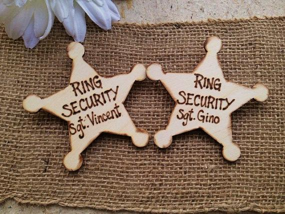Mariage - Ring Security Sheriff Badge Personalized with Each Name - SET of 2 - Perfect for Ring Bearer Junior Usher Groomsman Rustic Wedding