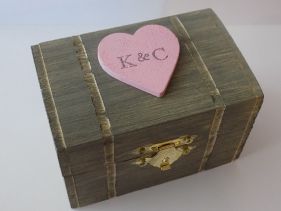Свадьба - Ring Bearer Box, Wedding Ring Box, Coral, Rustic, Country, Barn, DIstressed Wood, Burlap lined