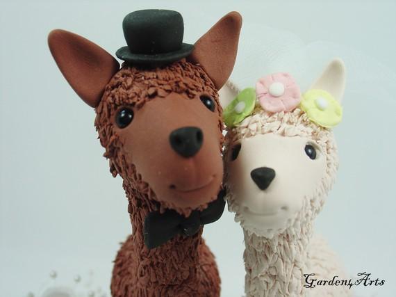 Свадьба - Happy Llama Love Wedding Cake Topper with Grass Base - Custom order-brown & white