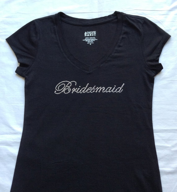 Mariage - Bridesmaid T-Shirt Top. Shirts .Team bride. Bachelorette Party V-Neck. Bride . Maid of Honor. Matron of Honor. Wedding Bridal Party.