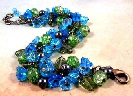 Свадьба - SALE - Flower Charm Bracelet, Blue and Green Bouquet, Blossom and Brass Beaded Bracelet, FREE Shipping U.S.