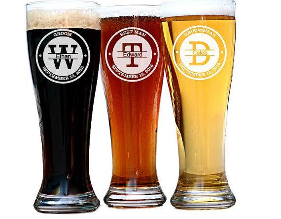 Свадьба - Groomsman Gift, Groomsman Beer Glasses, Personalized Groomsman Glass, Best Man and Groomsmen Glasses, Craft Beer, Groomsmen Best Man Gift
