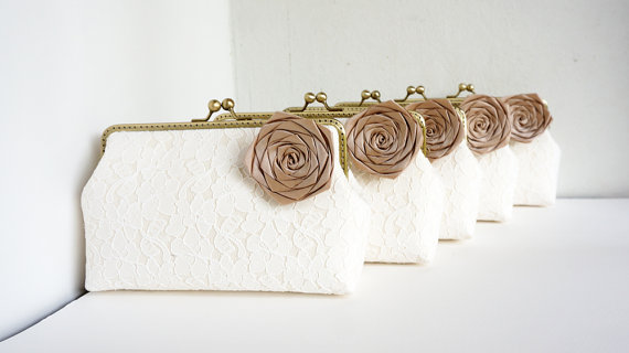 Свадьба - Champagne Bridesmaid Gifts / 5* Personalized Ivory Lace Clutches / Wedding Party