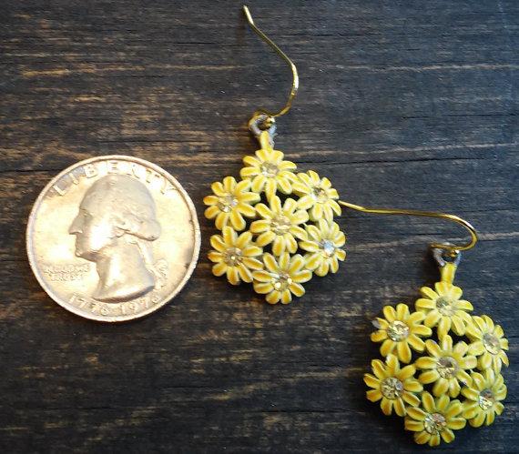 زفاف - Celebrity Brand 1950s Daisy Cluster Earrings with Champagne Crystals and New Gold Vermeil Hooks.