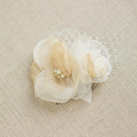 Свадьба - Haircomb, Floral hair comb, champagne ivory haircomb, Wedding hairpiece, Bridal haircomb, wedding hair accessories, netting, rhinestone,