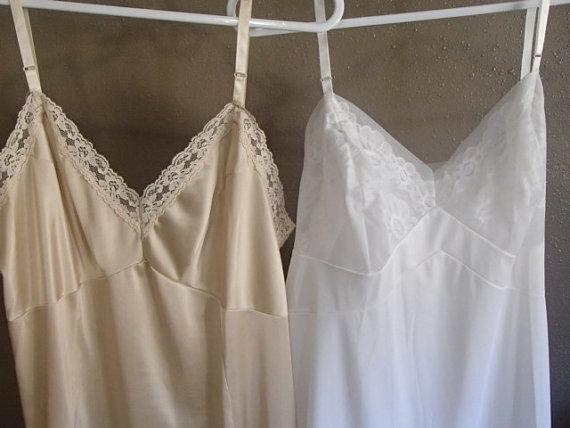 Свадьба - Set of 2 Vintage Full Slips, White and Tan Size 38