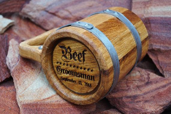 Свадьба - Personalized wooden beer mug. Groomsmen gift, Grooms gift, Engraved mug, Wood, Fathers day