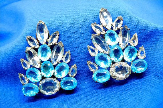 Свадьба - Large Blue & Clear Rhinestone Clips / Brooches, Shoe Clips Dress Clips, Bridal Jewelry Bouquet Wedding Veil Maid of Honor Bridesmaid, Prom